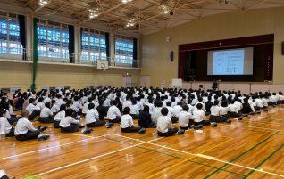 第2学年進路講演会(生徒対象・保護者対象)が開催されました